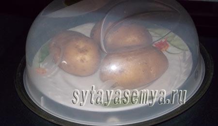 kartofel-v-mundire-v-mikrovolnovke-3