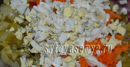 салят-s kopchenoj-колбаски-ogurcom-я-syrom-2