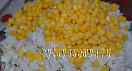 salat-s-krabovymi-palochkami-risom-i-kukuruzoj-5