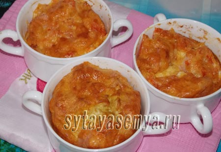 Омлет в духовке с сосисками и помидорами