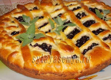 пирог со смородиной из дрожжевого теста
