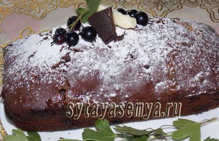 Шоколадный кекс с чёрной смородиной