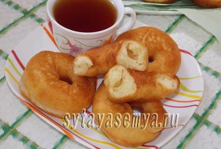 Домашние пончики из дрожжевого теста на сковороде