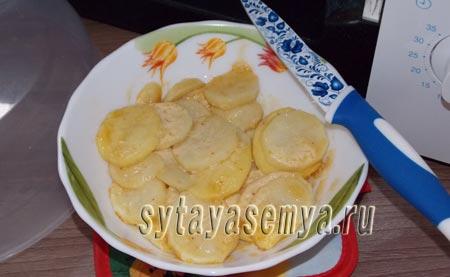 kartoshka-v-mikrovolnovke-s-majonezom