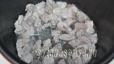 gulyash-iz-svininy-v-multivarke-1