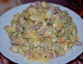 Салат с копченой колбасой, огурцом и сыром