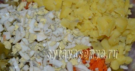 салят-s kopchenoj-колбаски-ogurcom-я-syrom-3