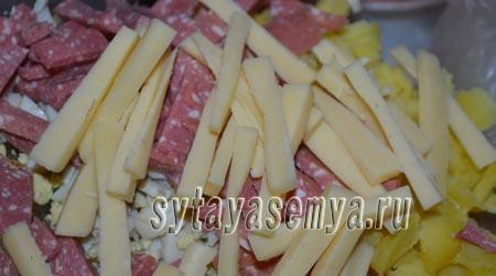 салят-s kopchenoj-колбаски-ogurcom-я-syrom-5