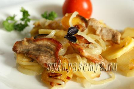 zharenaya-kartoshka-s-myasom-жареная картошка с мясом