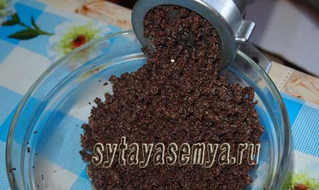 drozhzhevye-bulochki-s-makom-recept-s-foto-3