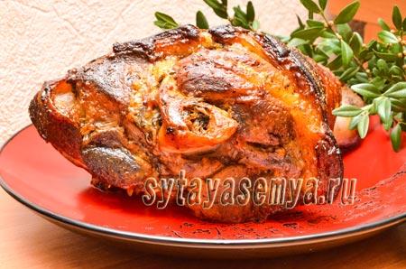 Рулька свиная запеченная в духовке в рукаве