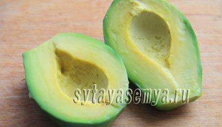 Блинчики с курицей, сыром и авокадо: рецепт