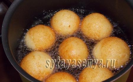 Творожные шарики жареные в масле: пошаговый рецепт с фото
