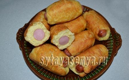 Сосиски в тесте жареные на сковороде: рецепт с фото