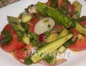 Миниатюра к статье Быстрый маринованный салат из помидоров и огурцов