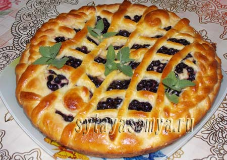 дрожжевой пирог со смородиной