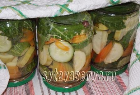 Как приготовить маринованные огурцы с кабачками