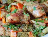 Миниатюра к статье Кролик с овощами в духовке в сметанном соусе