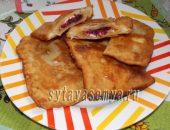 Миниатюра к статье Слоеные пирожки с малиной и сливочным сыром