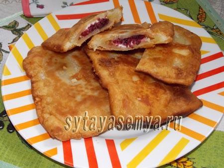 Слоеные пирожки с малиной рецепт