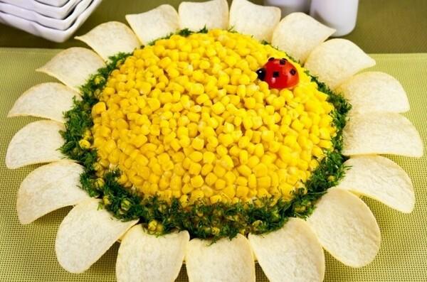Салат Подсолнух с чипсами: рецепт классический с кукурузой (фото пошагово, видео)