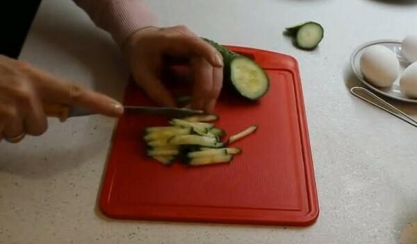 Гнездо глухаря - салат: рецепт с фото пошагово классический - слоями, в перемешку