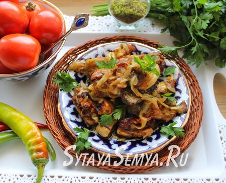 Бараньи рёбрышки на сковороде с луком
